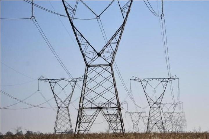 Governo deve aumentar conta de luz para sanar dívida de distribuidoras de energia elétrica
