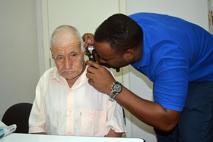 Seu Molina é paciente há alguns anos do médico Jorge. (Foto: Lautenir Azevedo Junior / Divulgação)