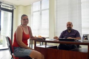 Karla Wermann foi uma das bom-retirenses que conversaram com o vice-prefeito, pela manhã de terça-feira (14). (Foto: Lautenir Azevedo Junior / Divulgação)