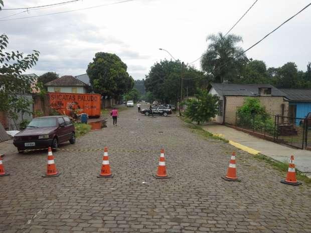 Local onde houve tiroteio está isolado para perícia. (Foto: Daniel Bortolini / Grupo Independente)