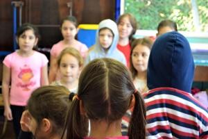 Oficina é voltada para crianças a partir de 5 anos, e adultos, sem limite de idade. (Foto: Divulgação / Motototi)