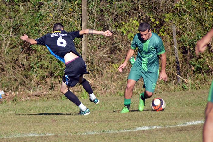 Em jogo equilibrado, 0 a 0 colocou o Rudibar na final dos titulares no Amador bom-retirense. (Foto: Juliano Beppler / Giro do Vale)