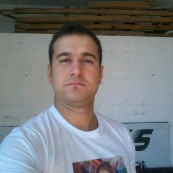 Rodrigo Marias da Silva foi atingido por vários disparos e morreu no local. (Foto: Reprodução / Facebook)