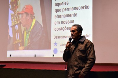 No telão a homenagem a Paulo Link, durante a fala do presidente Eloar Vieira. (Foto: Juliano Beppler / Giro do Vale)