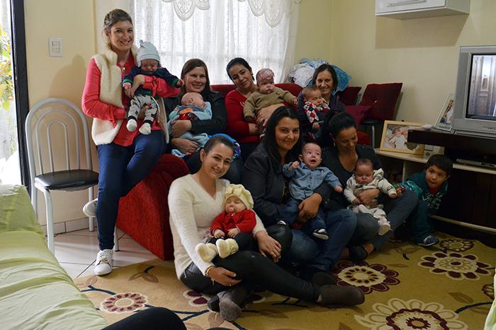 Mães e filhos posaram para fotos, para registrar o momento especial. (Foto: Juliano Beppler / Giro do Vale)