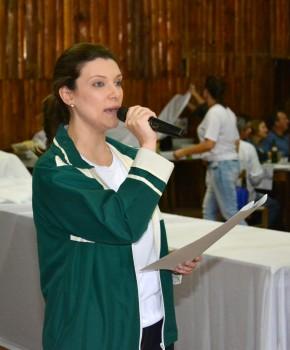 Diretora Simone agradeceu o apoio da comunidade. (Foto: Fernando Dias / AI HCSA / Divulgação)