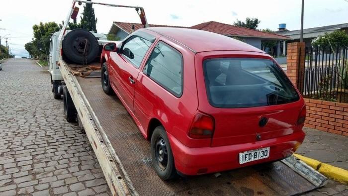 Policiais encontraram o veículo Gol na tarde de domingo, dia 20. (Foto: Divulgação / BM)
