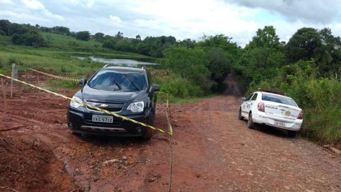 Carro da vítima foi encontrado abandonado na localidade de Linha Coronel Brito. (Foto: BM/Divulgação)